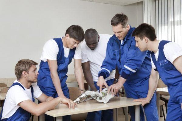 fl-technics-aircraft-training-class-teamwork